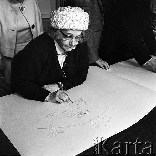 Maja Berezowska – wywołała międzynarodowy skandal, wyśmiewając Hitlera. Podczas wojny trafiła zato doobozu