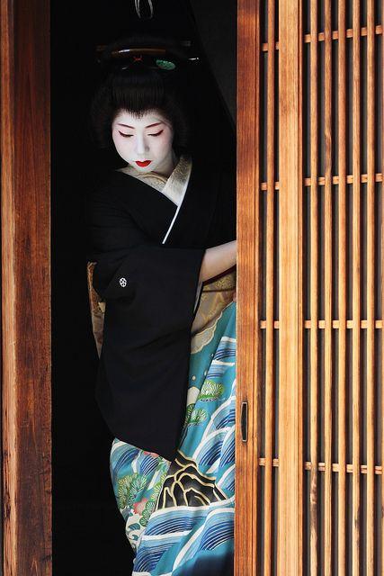 Geiko fukuhiro-san - Look at that kimono!