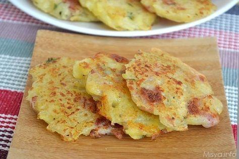 I rosti di patate (Rösti) sono un piatto della cucina svizzera a base di patate che spesso viene arricchita con cipolle, pancetta, formaggio, erbe aromatiche e ch