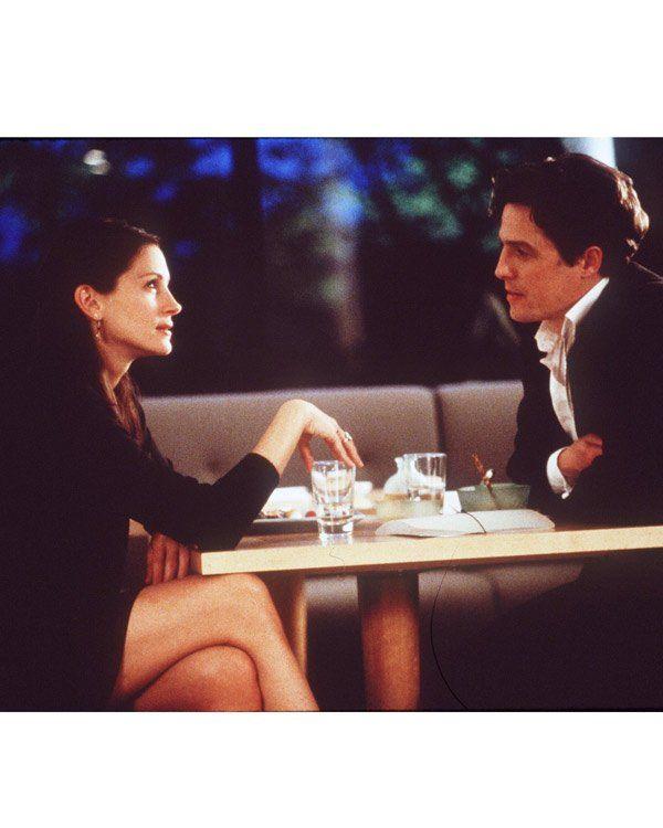 """Noch mehr schöne Liebesfilme. """"Notting Hill"""" von 1999 mit Hugh Grant und Julia Roberts ist mit Sicherheit eine der coolsten Romantic Comedys, die wir je gesehen haben - Irrungen und Wirrungen und ein spätes, aber so wahnsinnig romantisches Happy End. Was will man mehr von einem Liebesfilm?"""