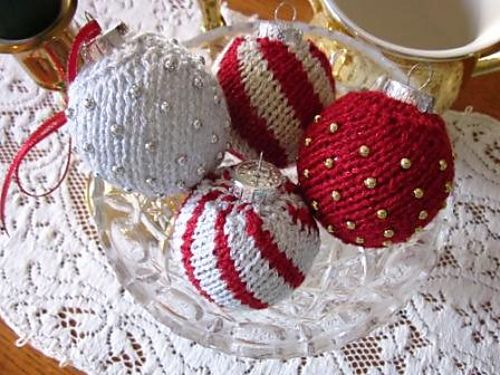 Knitting Patterns For Small Christmas Decorations : 1000+ ideas about Knit Christmas Ornaments on Pinterest Christmas knitting,...