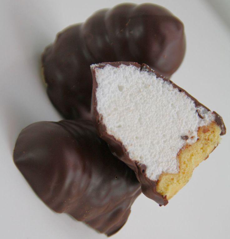 Nicht`s ist vergleichbar mit ein süssen Kuss eines Mohrenkopf`s. Der Schokokuss ist eine zarte, schmelzende Verführung aus Eiweissschaum und knackiger Schokolade. Die Franzosen haben wohl im 19. Ja…