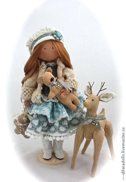 Los hombres hechos a mano.  Feria Masters - hecho a mano de textiles muñeca BELLA.  Hecho a mano.