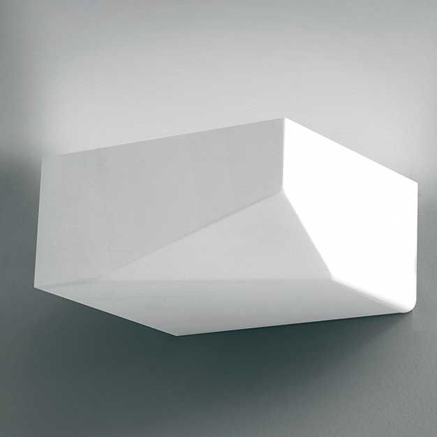 Acheos  Descrição: arandela cod. D143401. LED em metal pintado.  Medidas: 12,5 x 10 x H:9cm  Cor: branco  Lâmpadas: 1x13W LED 3000K. Consumo: 13w  Design by: Enzo Panzeri
