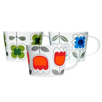 Tea set with cup is for genuine tea lovers – generous, perfectly shaped for your hand and in bright colors and patterns. Find your personal favourite among Tulip in red, Daisy in blue and Clover in green. Use the package – in metal with the same pattern – as biscuit tin!