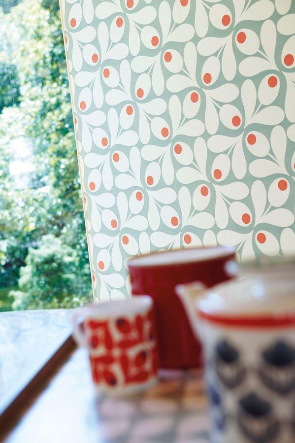 Stylised acorn cups in a retro geometric look.