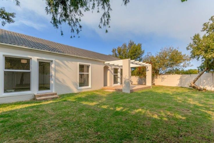 Beautifully renovated 3 bed property for sale in Somerset Park, Somerset West!