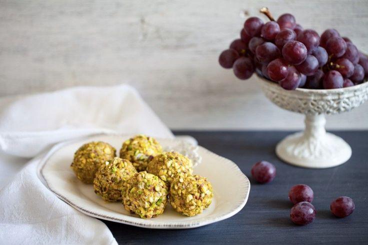 Palline di uva al formaggio e pistacchi ricetta