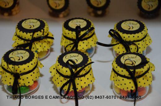 O primeiro aninho da Carolina - abelhinha preto e amarelo - a festa pronta