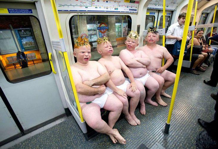 Campagne promotionnelle dans le métro londonien (Royaume-Uni) à base de gros bébés joufflus, organisée par un site de paris en ligne alors que Kate Middleton devrait accoucher courant juillet, le 1er juillet 2013.