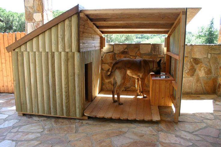 Awesome Dog House layout. I love the raised bowls - Perfect for our Golden Retriever to be safe fr the elements
