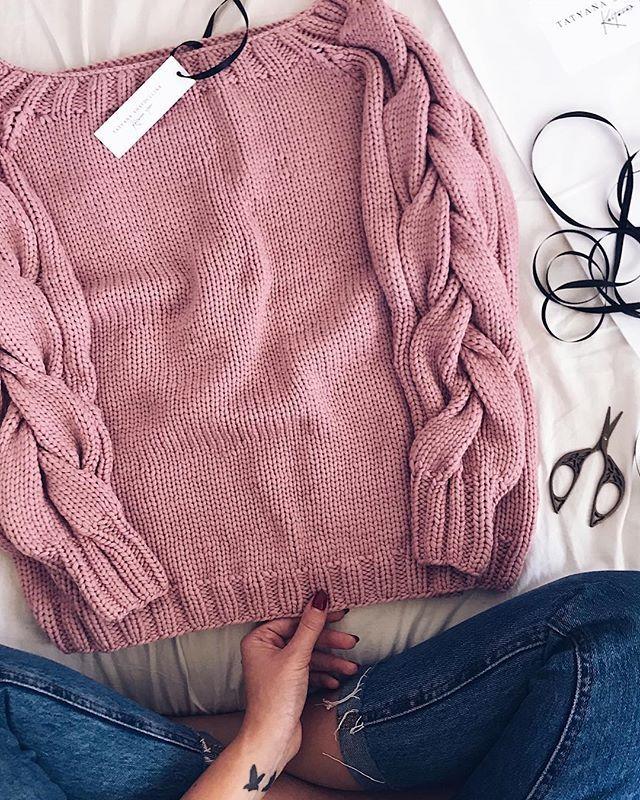 Свитер из LanaGrossa Cashsilk. Состав кашемир/шелк/вискоза. Не продается. На повтор можно, только пряжи такой в России сейчас минимум. Ждать из Европы. 😘😘😘 #iloveknitting #instaknit #iloveknitwear #i_loveknitting #knit #knitted #knitting #knitwear #knitting_inspire #knitting_inspiration #style #stylish #streetstyle #oversize #onesize #fashion #fashionblog