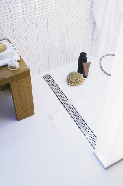 Prysznic pośrodku łazienki (Tece)