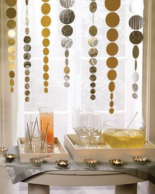 cut circles from metallic Christmas paper for hanging decor #holidayentertaining