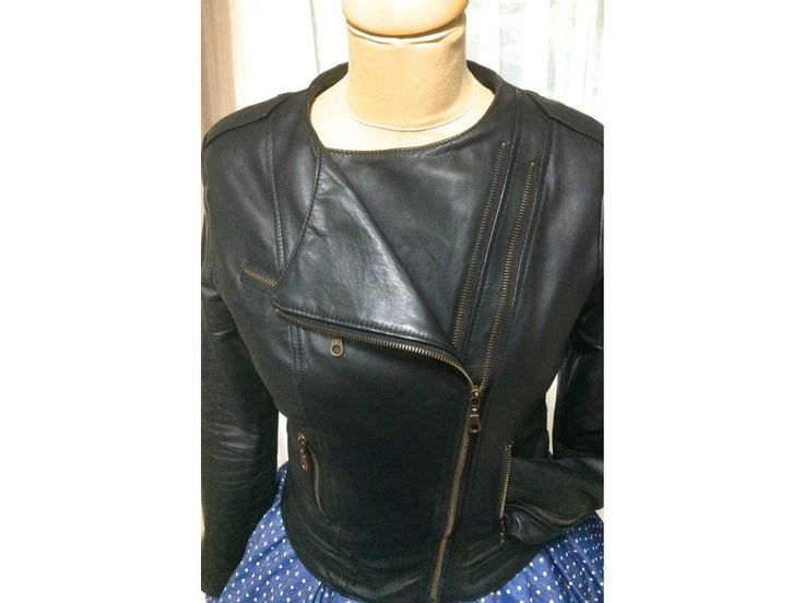 Dámská kožená bunda. ušitá z nejjemnější jehnětiny bunda je vypasovaná v pase střih opticky zeštíhluje a podtrhuje siluetu postavu dvouřadý zip možné objednat v konfekční velikosti nebo na míru