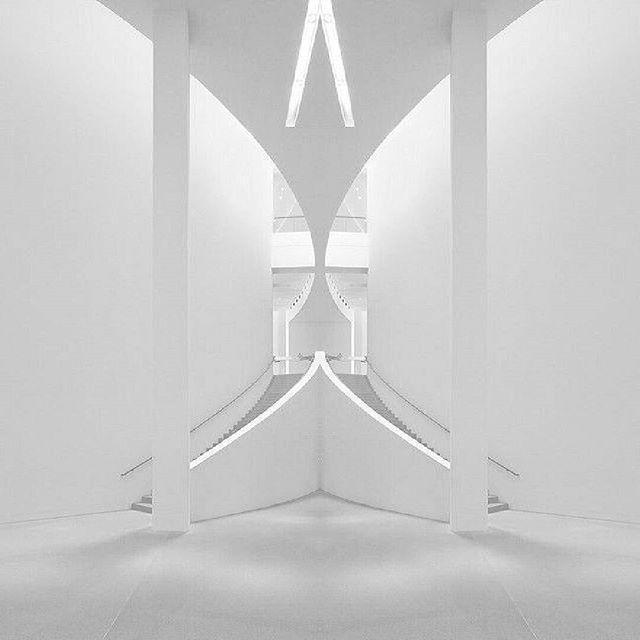 private residence - white lobby desing by Spiros Katopodis #desing #interior #interiordesign #eyefixstudio #white #lighting
