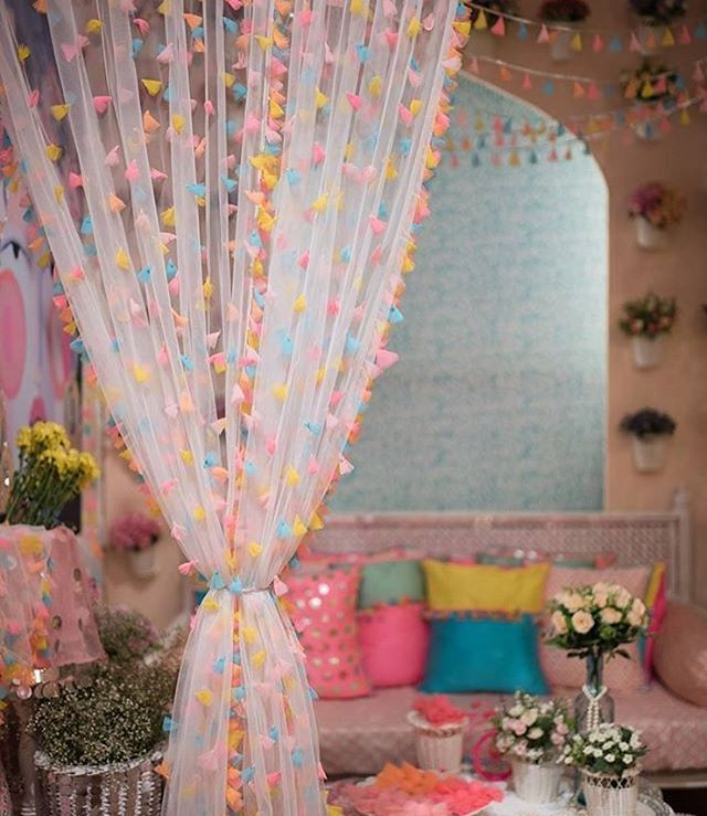 Wedding decor with a quirky curtain looks so much pretty | wedding decor tips | wedfine.com |