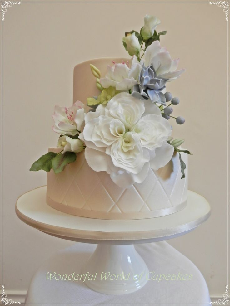 best sugar flower wedding cakes 17 best ideas about sugar paste flowers on 11367