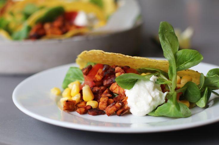Na het succes van de taco's met bonen en kip heb ik weer een nieuw gezond en lekker taco recept voor je. Dit keer een Mexicaanse variant waarbij ik tempeh gebruik in plaats van gehakt. Is weer eens iets anders. En vegetarisch dus! Daarbij ben ik gek op tempeh en...