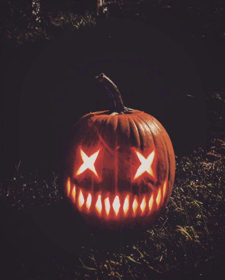 Creepy Halloween pumpkin carving idea | #Halloween…