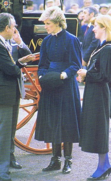 1986-03-03 Diana launches the Lifeline Wales Computerised Kidney Donor Scheme in Cardiff and hands out 150 publicity leaflets to a Royal Mail Stagecoach