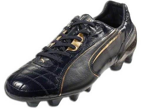 puma king lux 24 carat sepatu bertatahkan emas asli di bagian tumitnya