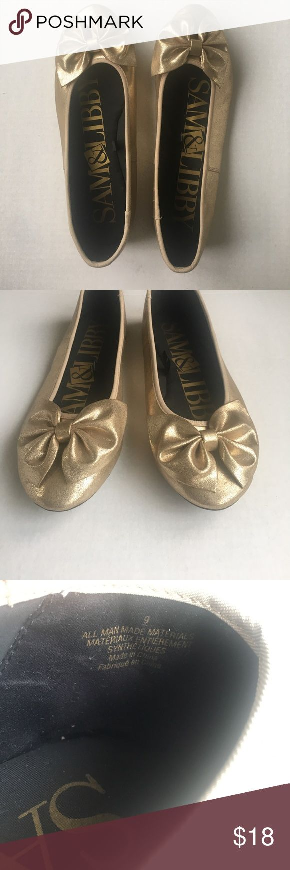Gold ballet flats with adorable bow Sam & Libby ballet flats in beautiful shimmery gold color. Such a cute shoe! Great condition. Only worn a few times. Sam & Libby Shoes Flats & Loafers