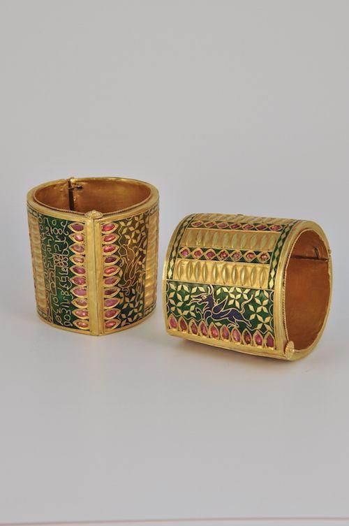 Cuff bracelets Sibsagar, Assam, India XX century Fine gold and rubies H cm. 6.5