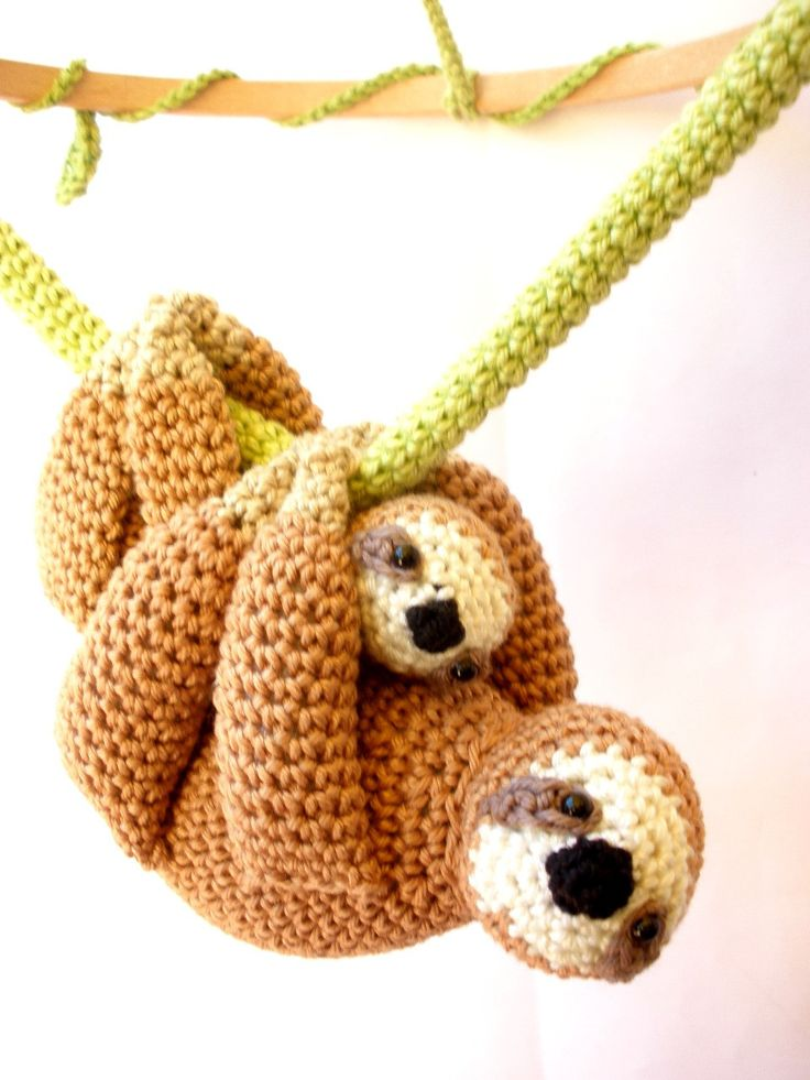 This sloth baby mobile is the perfect addition for your baby's wildlife inspired nursery. The two sloths, a mother and her baby, slightly swing from a green vine and capture your baby's attention with