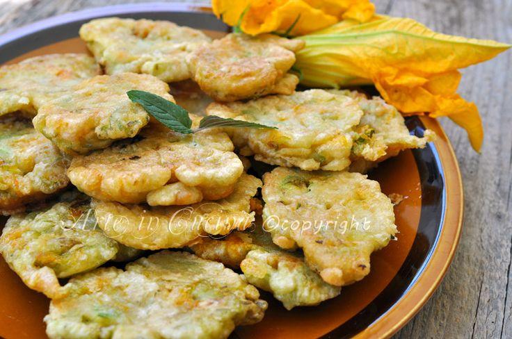 Frittelle di fiori di zucchine, ricetta contorno facile e veloce, idea per pranzo o cena, pastella per verdure, senza lievito, senza uova, vegani, vegetariani.