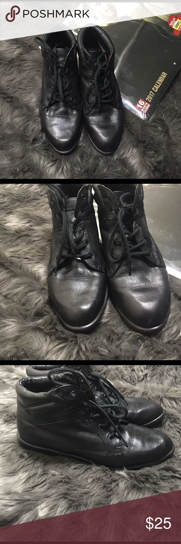 Used Boston Accent black  booties size 6 1/2W Boots used but in good condition. The photos are part of the description look in detail. Made in Brazil/Leather upper. Size 61/2W Boston Accent  Shoes Ankle Boots & Booties