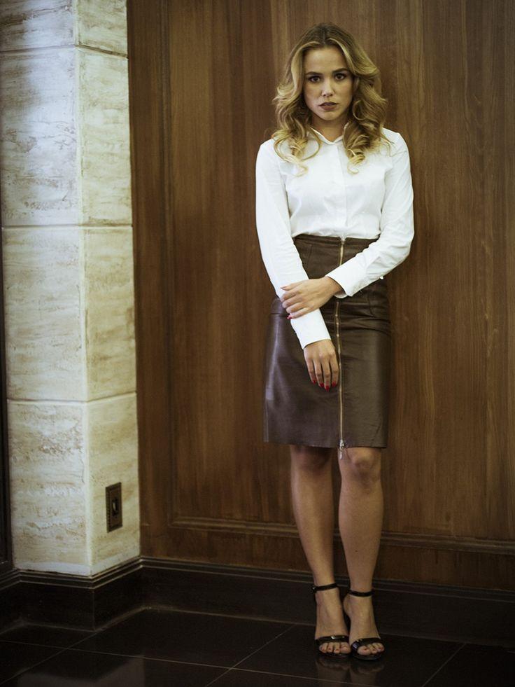 Ive usa saia lápis de couro, item que nuca sai de moda! [Foto: Raphael Dias/Gshow]