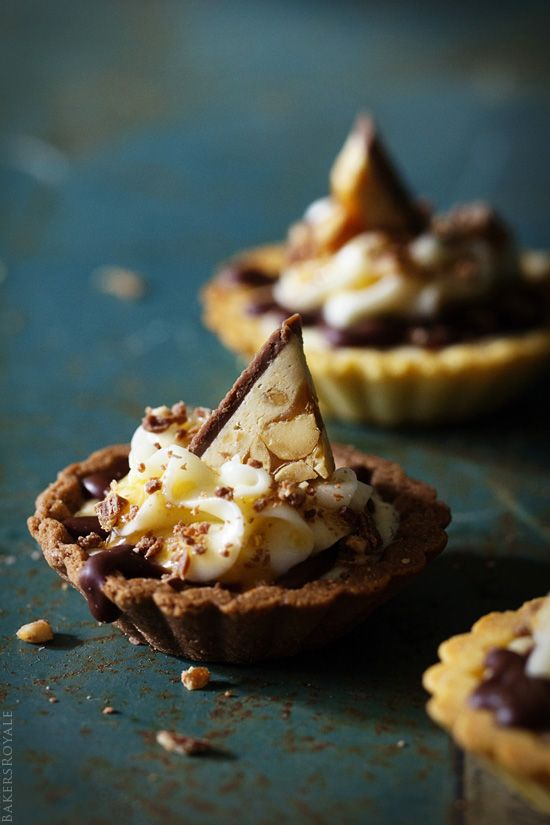 A fast and simple party dessert: Snickers Tartlet from @Sara Baker Royale | Naomi