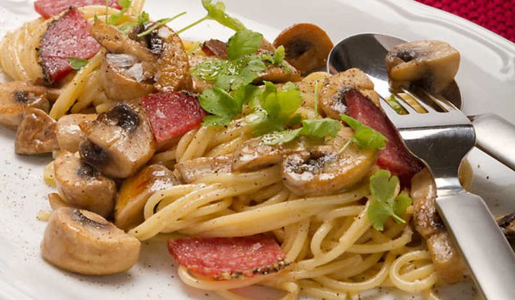 Lättlagad pastarätt. Här kan man välja om man vill ha grädde, cremè fraiche eller kanske lite mjölk och redning.