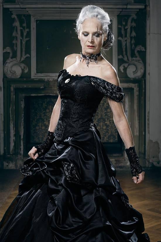 Black Wedding Dress Dark Romantic Baroque Gothic Alternative by Feist Style @ lucardis.feist www.facebook.com/lucardis.feist