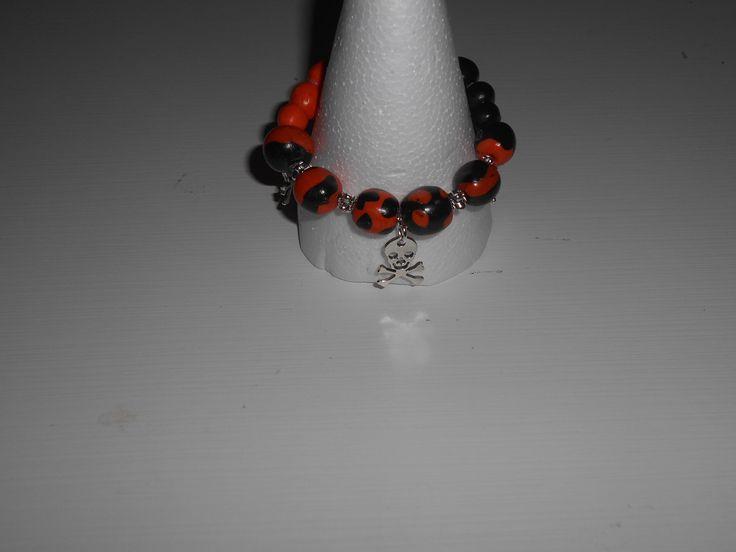 """Bracelet bicolore """"tête de mort"""" et autres apprêts couleur argent : Bracelet par toutankharton36"""