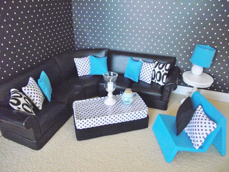 Skalieren Sie ein 12. Puppe Haus aus schwarzem Leder Ecksofa mit Kissen Akzent Stuhl und Tisch von minimaisonminiatures auf Etsy https://www.etsy.com/de/listing/279794072/skalieren-sie-ein-12-puppe-haus-aus