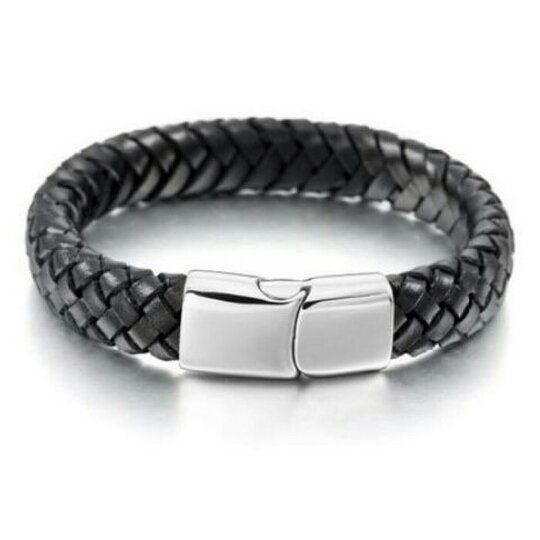 Basic Leather Bracelet Titanium Steel Gelang Pria Kulit Asli Hitam  Genuine Leather dan Titanium Steel. Tidak menimbulkan alergi sehingga cocok untuk semua orang termasuk mereka yang memiliki kulit sensitif.  Size: 205-21cm  12mm  Diproduksi dengan teknik yang terbaik sehingga kualitas produk yang dihasilkan halus dan elegan serta memiliki daya tahan yang sangat tinggi.  Features: 100% Brand new and high quality Cool jewelry Make of High Quality Stainless steel Never Rust Make you charmer…