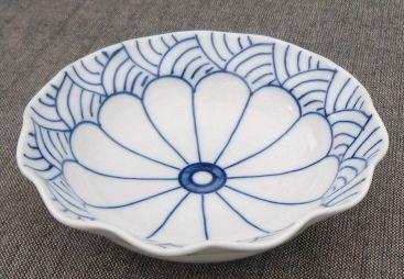 Japanese chinaware | design of a wave and Flower of a chrysanthemum | Imari(Arita)