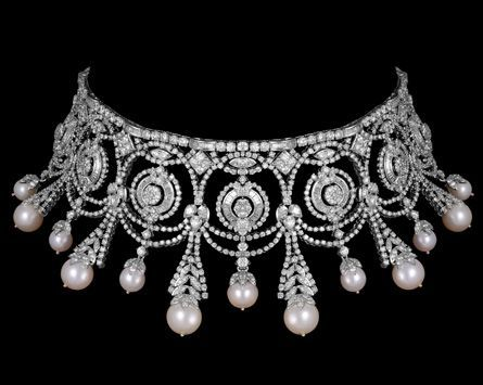 *beautiful choker style necklace that sits like a reversed crown,