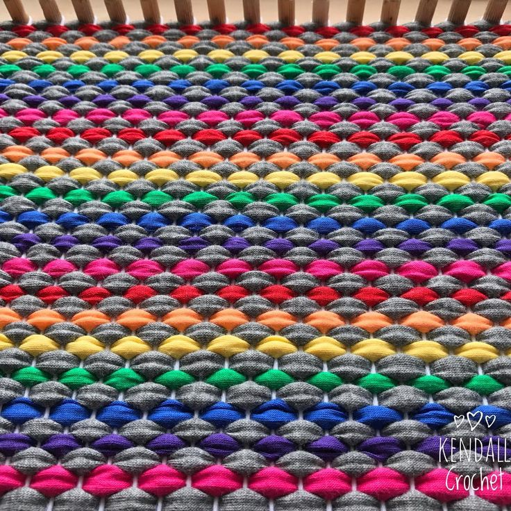 🌈 #kendallcrochet #crochet #knitting #crochetrug #lincraftyarn #tshirtyarn #handweaved #weaving #ragrug
