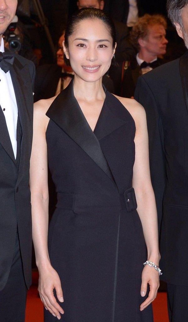 L'actrice Japonaise Eri Fukatsu arborait le bracelet Serpent Bohème en or blanc serti de diamants