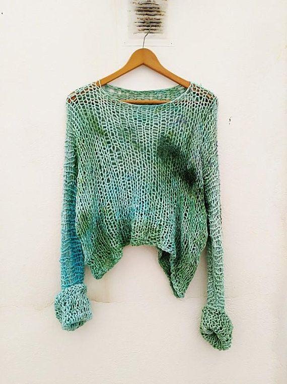 Mira este artículo en mi tienda de Etsy: https://www.etsy.com/es/listing/592442502/handknit-green-dyed-sweater