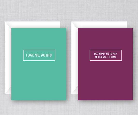 Deze kaarten hebben citaten en verwijzingen naar de TV laten zien op Gilmore Girls. Het delen van uw liefde voor Gilmore Girls met je eigen vrienden. Wordt geleverd in een verpakking van 6 kaarten.  Alle kaarten zijn leeg aan de binnenkant.  Kaart 1-Front: als ik stop de koffie drinken, ik stop doen de staande en de wandel- en het woord ingebruikneming zin doen. (Illustratie van koffiemok) Kaart 2-Front: Ik hou van je duizend gele madeliefjes (illustratie van gele daisy) Kaart 3-Front: als…