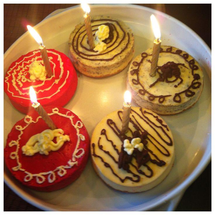 More cheesecakes... Red velvet, oreo...