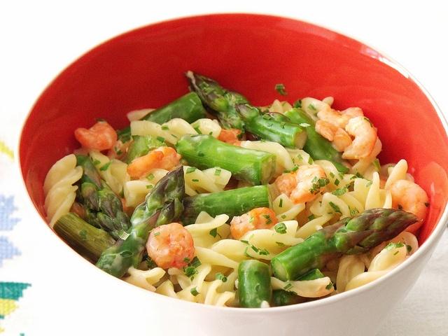 Salata de kaki: http://salate.gustos.ro/retete-bloggeri/salata-de-kaki.html