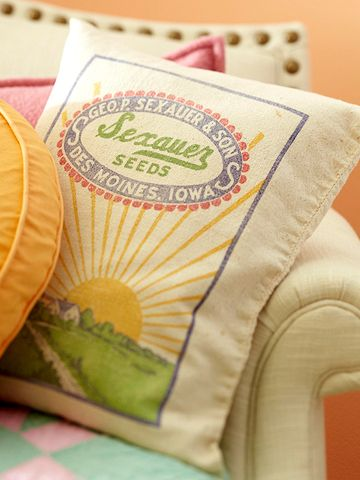 still love this feed sack pillow - if only I was from Des Moines.  Only farmgirls would say that right?