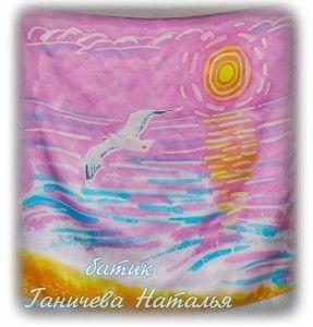 платок Рассвет на море, 70х70, шелк-атлас, горячий батик, профессиональные красители, подшит московским швом, продается — 2200 руб.