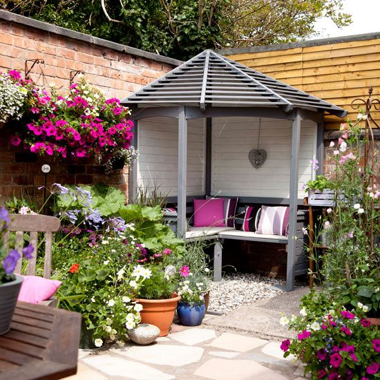 Courtyard garden with corner arbour | Garden decorating | Style at Home | Idealhome.co.uk