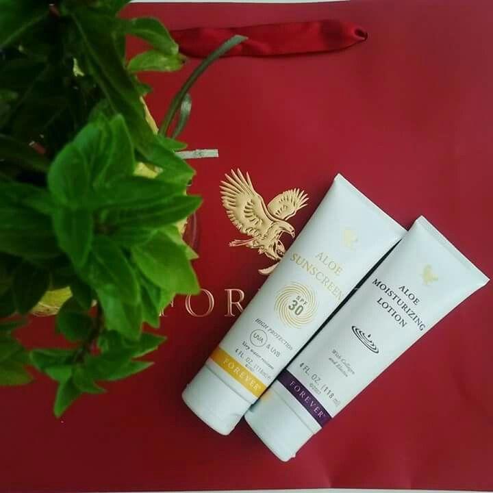 Έρχεται Σαββατοκύριακο και εμείς είμαστε πανέτοιμοι να το χαρούμε! 🌞 Παρέα με το αντηλιακό και την ενυδατική κρέμα μας φυσικά...!  Extra tip: Γνωρίζετε ότι η  αντηλιακή κρέμα μπορεί να εφαρμοστεί σε πρόσωπο και σώμα σε όλη την οικογένεια;;; 👪 😊 #aloevera #aloeparty #natural #products #sunscreen #suncare  www.aloeparty.flp.com